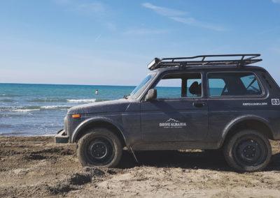 Lada-4x4-at-the-beach